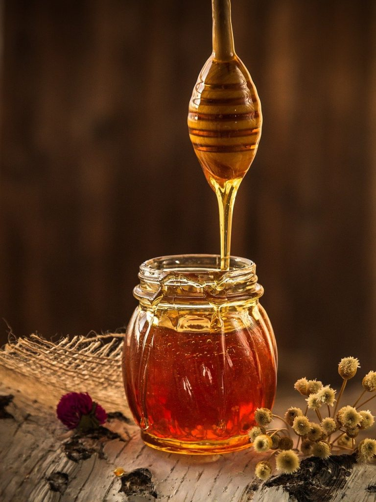 Jak można wykorzystać miód dla celów zdrowotnych?