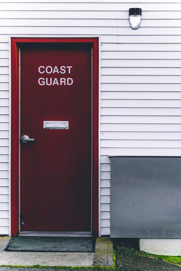 Solidne drzwi wejściowe do domu